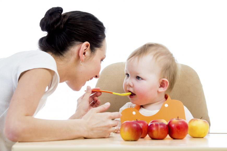 Trẻ em bắt đầu ăn dặm nên cho ăn gì?