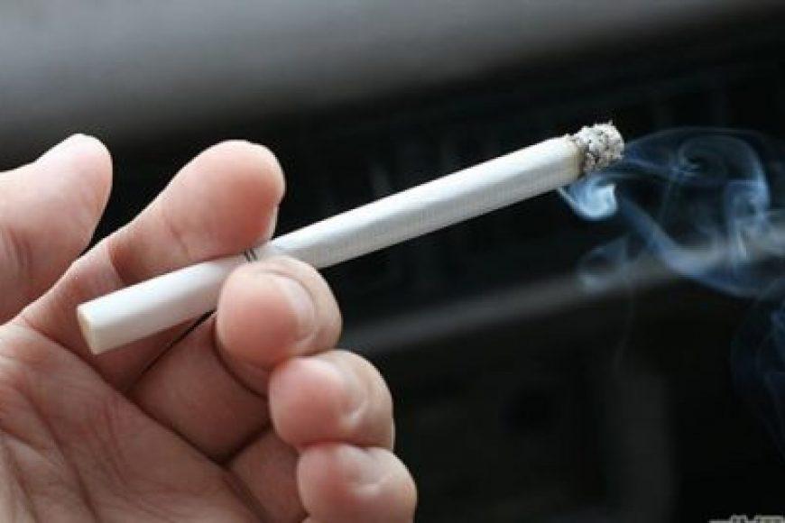 Cha mẹ hút thuốc lá làm tăng nguy cơ mắc các bệnh lý tim mạch cho trẻ về sau