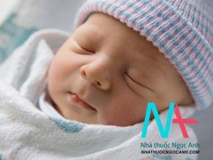trẻ sơ sinh 2 tháng tuổi
