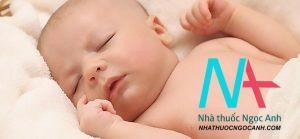trẻ sơ sinh ngủ