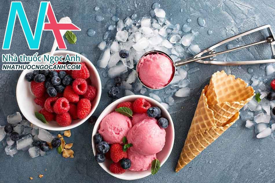 Không nên ăn kem, đồ lạnh trong kỳ kinh nguyệt, đặc biệt là khi bị rong kinh