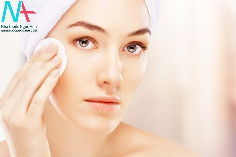 Vệ sinh da mặt sạch sẽ hàng ngày