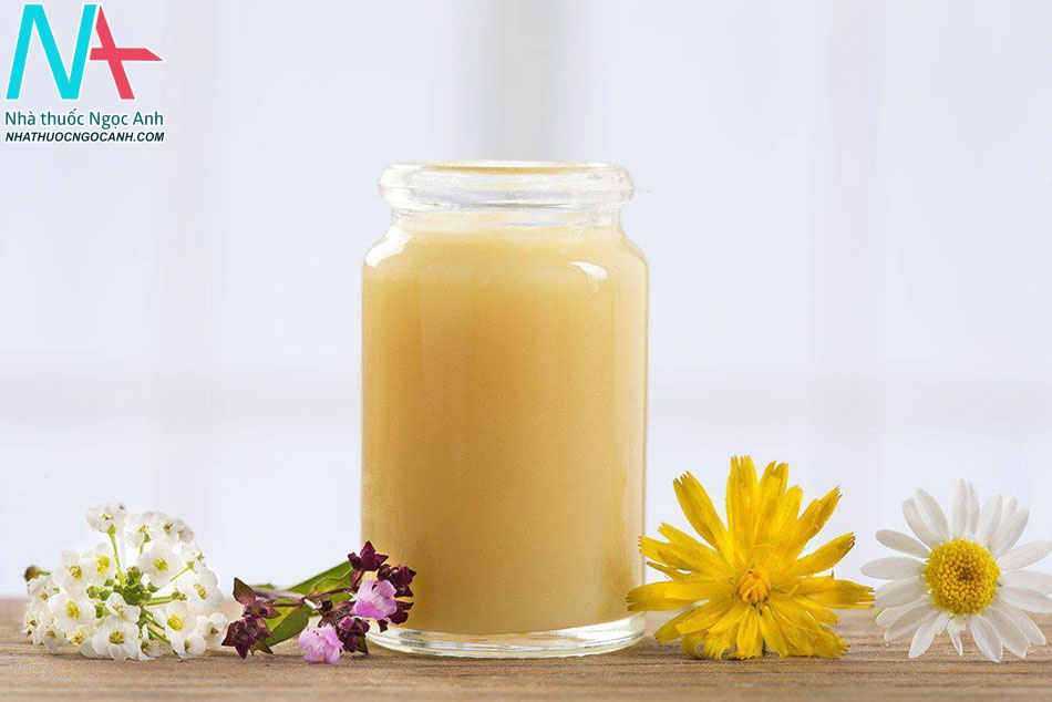 Uống sữa ong chúa trị mụn trứng cá