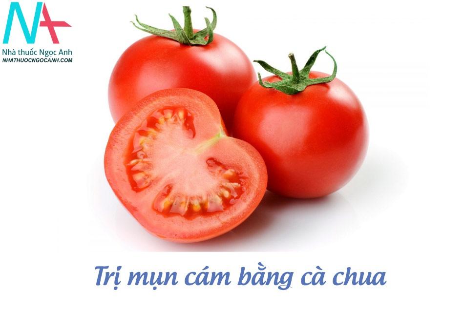 Trị mụn cám bằng cà chua